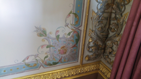 Drawing Room Trome-l'oeil in the corners of the room next to real mouldings