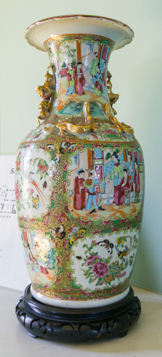 Hylands House - Saloon - chinese vases (7)